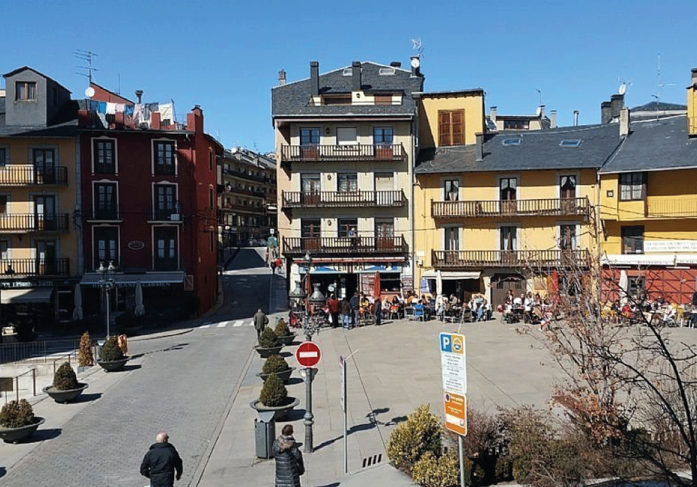 Plazas de Sta Maria y els Herois